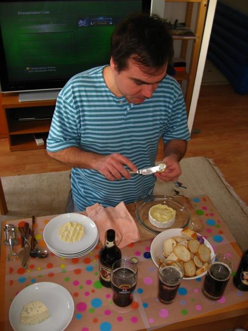 Comendo Camembert na visita dos pais