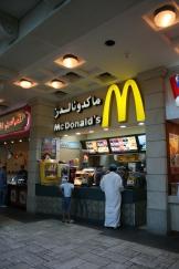 """Emirati"" comprando no McDonald's"